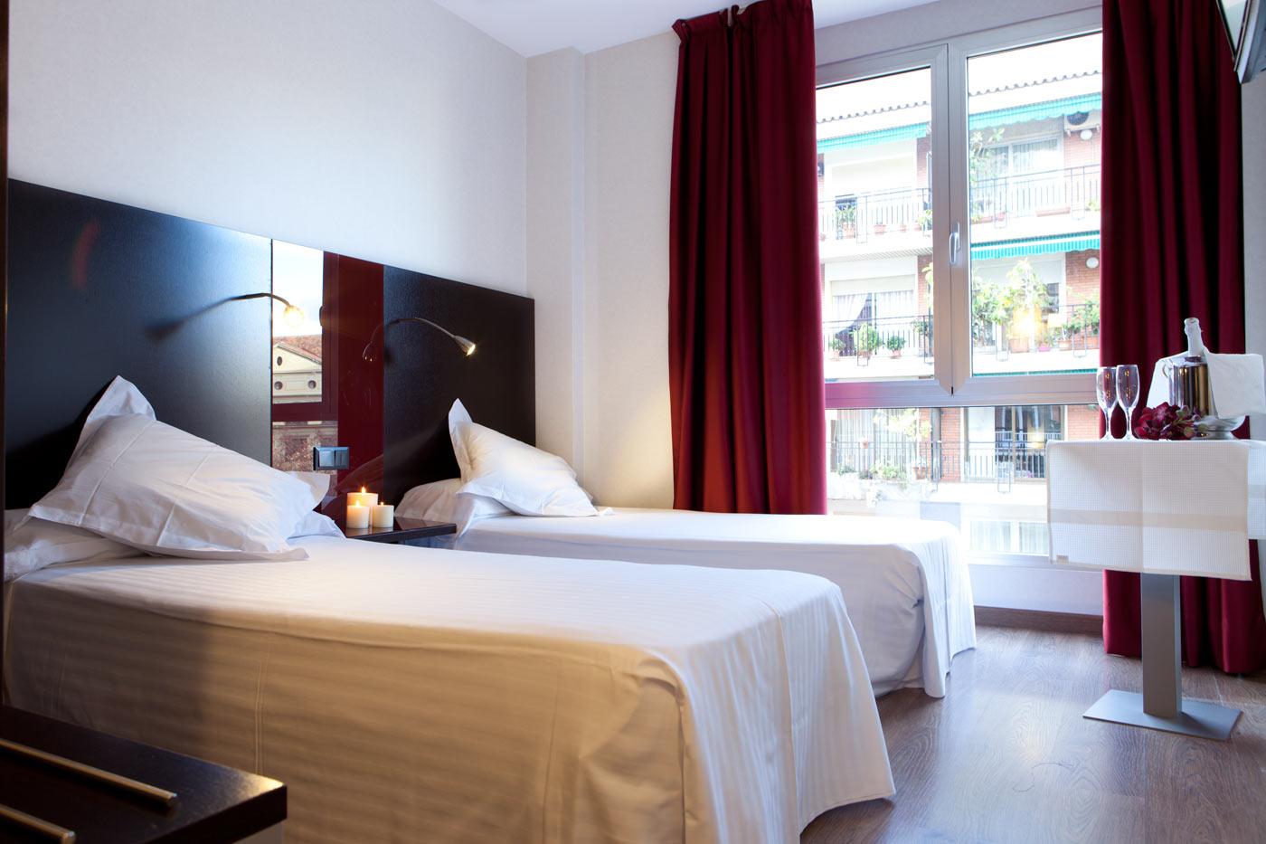 Bed breakfast barcelona eixample hotel sant antoni for Habitaciones con dos camas